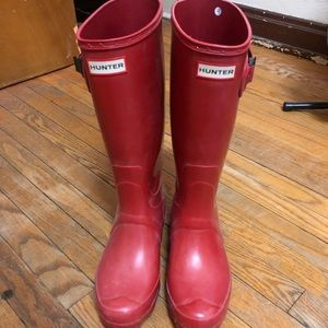 Matte red, tall, size 9 Hunter boots